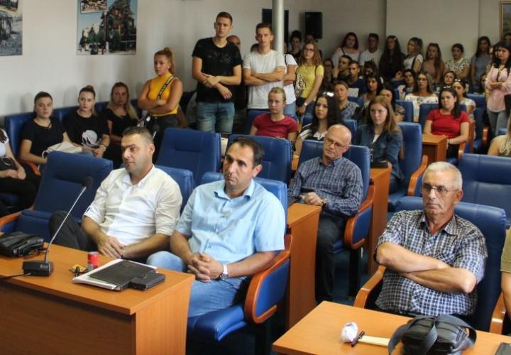 Potpisani ugovori o stručnom osposobljavanju za 91 mladu osobu sa područja Grada Živinice