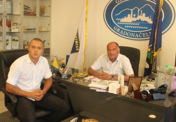 Gradonačelnik Samir Kamenjaković upriličio prijem za mladog boksera Aliju Mešića