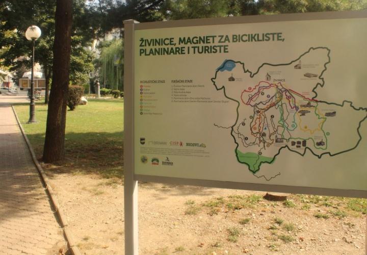 U Gradu Živinice postavljene prve mape sa označenim stazama za bicikliste, planinare i turiste