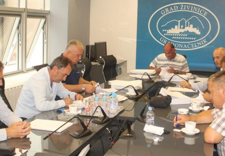 Gradonačelnik Samir Kamenjaković potpisao ugovore za realizaciju 65 infrastrukturnih projekata