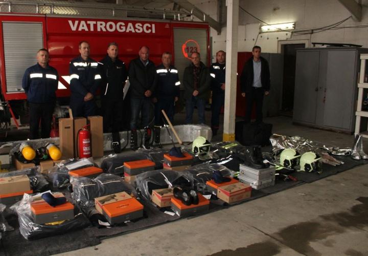 Izvršena primopredaja radne i svečane opreme za Vatrogasnu jedinicu Živinice