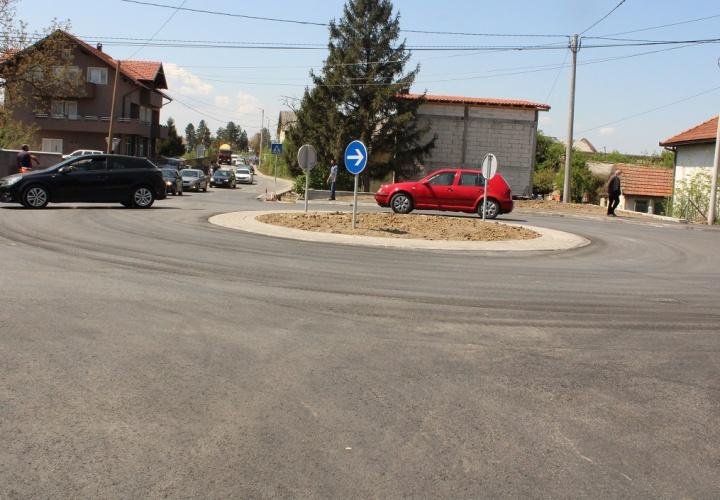 Završena izgradnja kružnog toka kod Prve osnovne škole u Živinicama